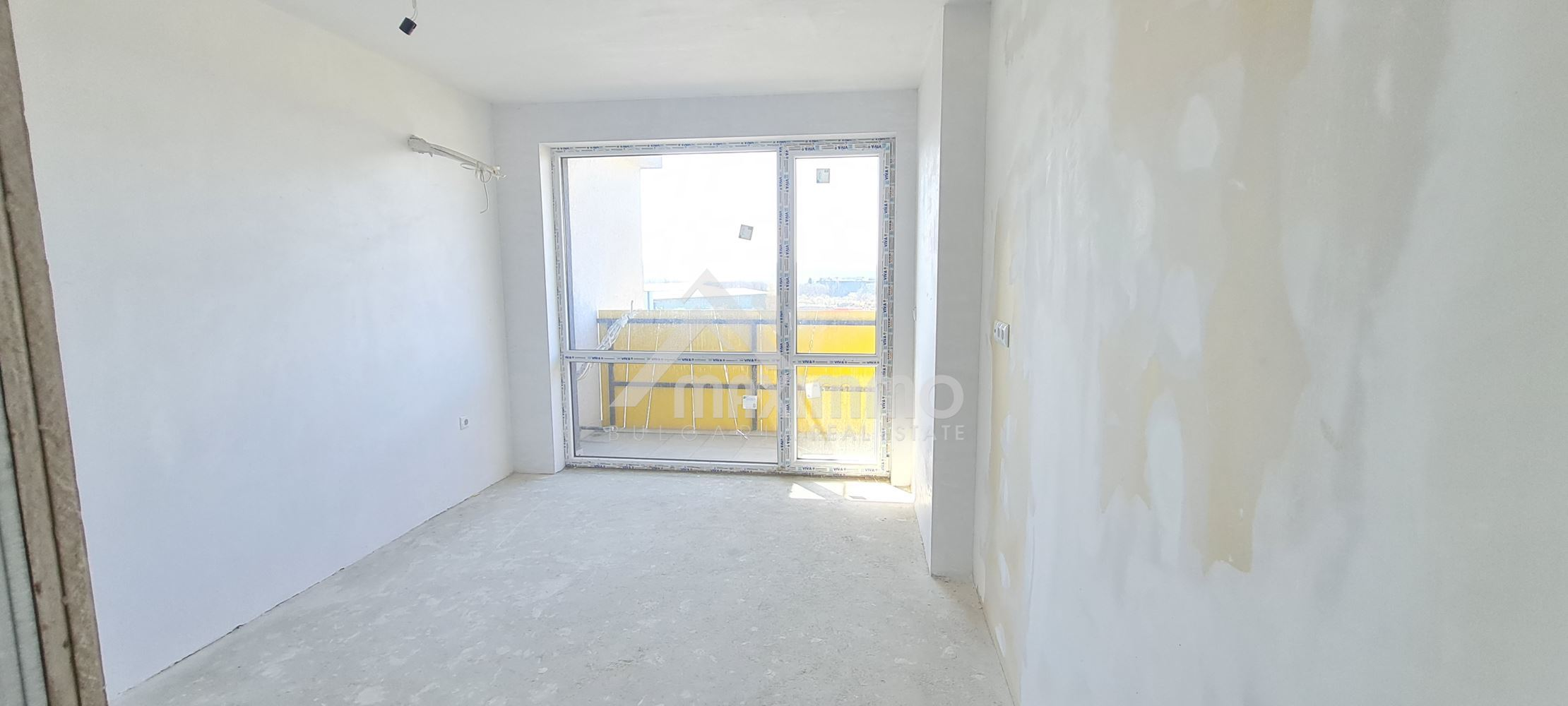 Тристаен апартамент, с АКТ 15, който се намира в така желания район на Колхозен пазар.